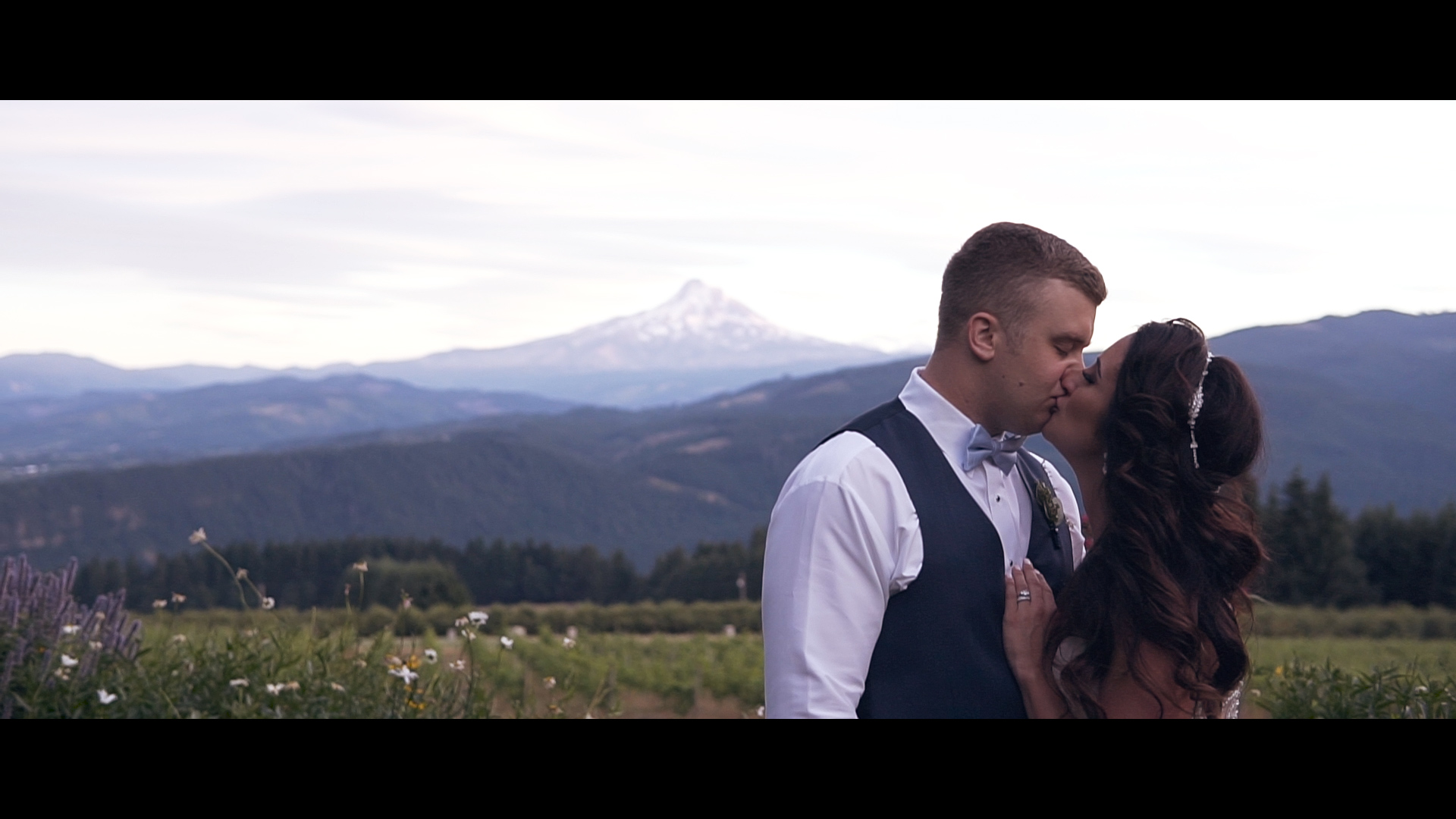 Brittany + Dan | Underwood, Washington | Gorge Crest Vineyards