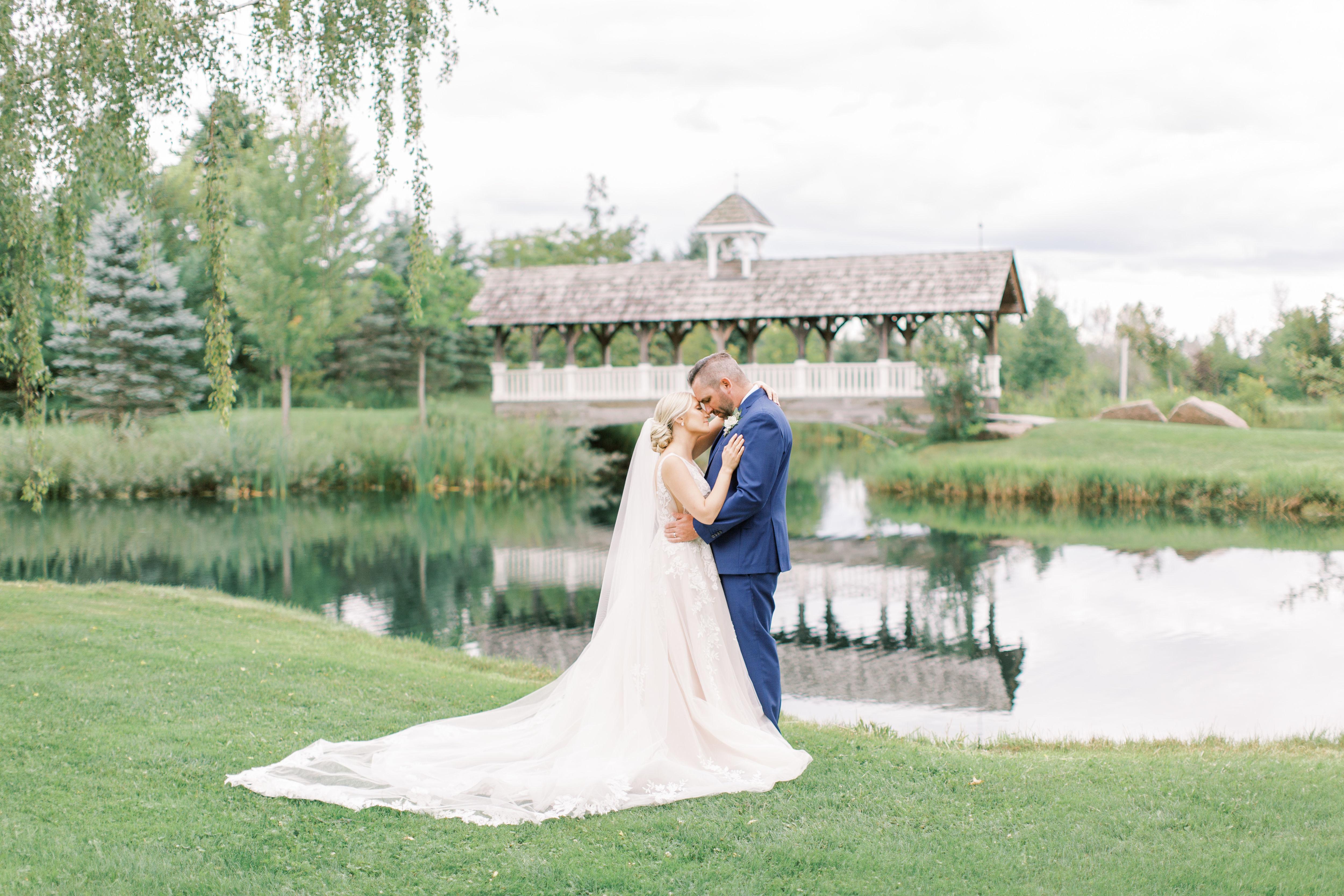 Kaitlyn + Grant | Orillia, Canada | Belcroft Estates