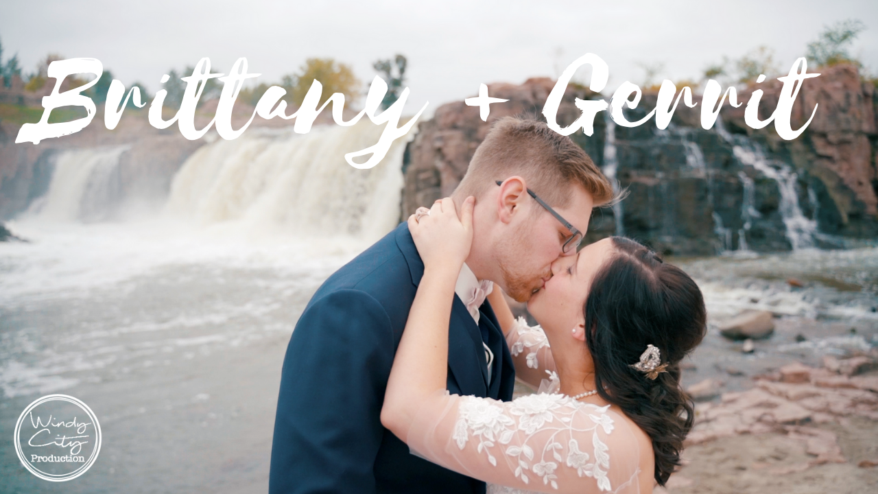 Brittany + Garrit | Sioux Falls, South Dakota | Strawbale Winery